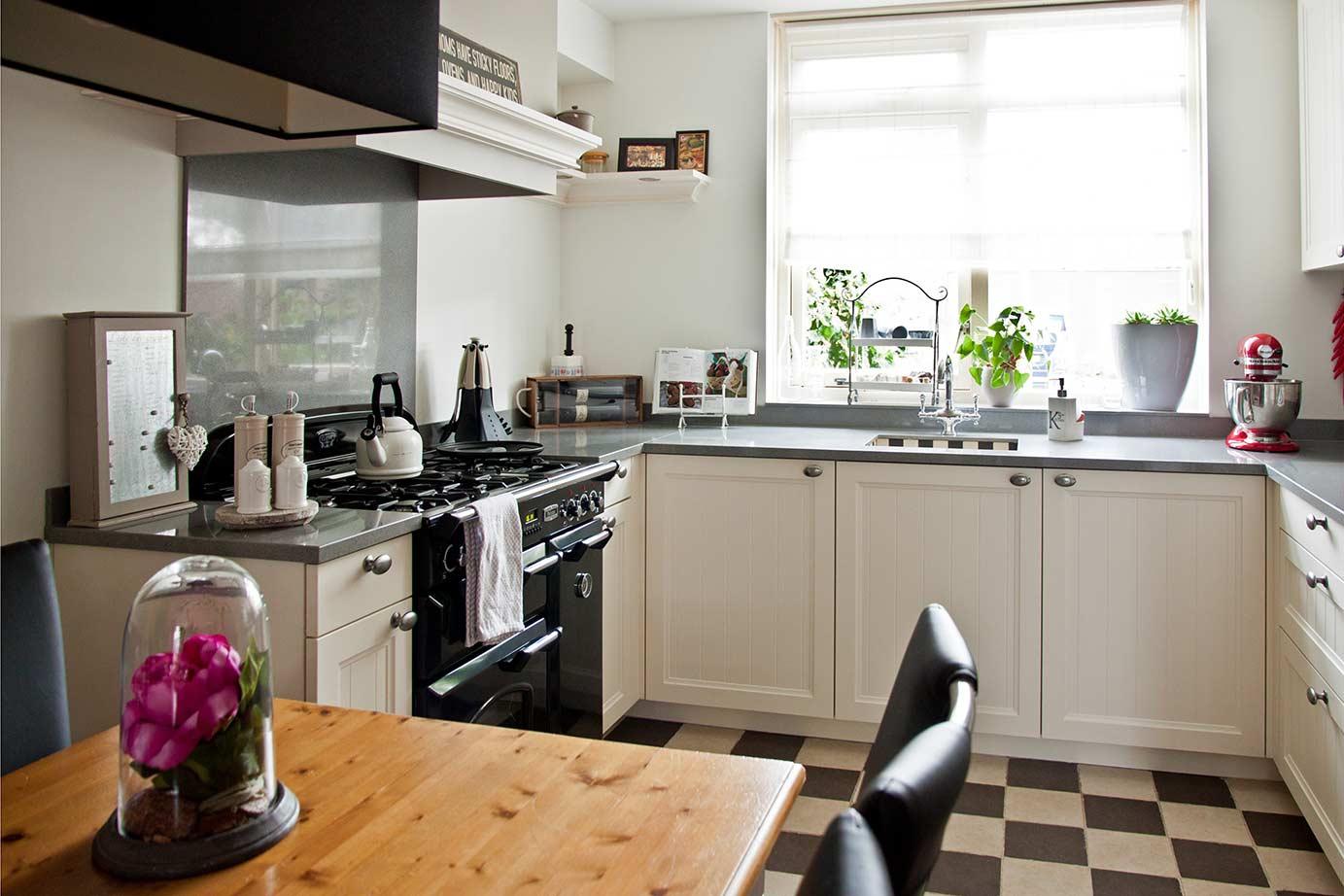 Eenvoudige Schouw Keuken : Microstructuur gekorrelde lak met blauwe hardsteen dsm keukens