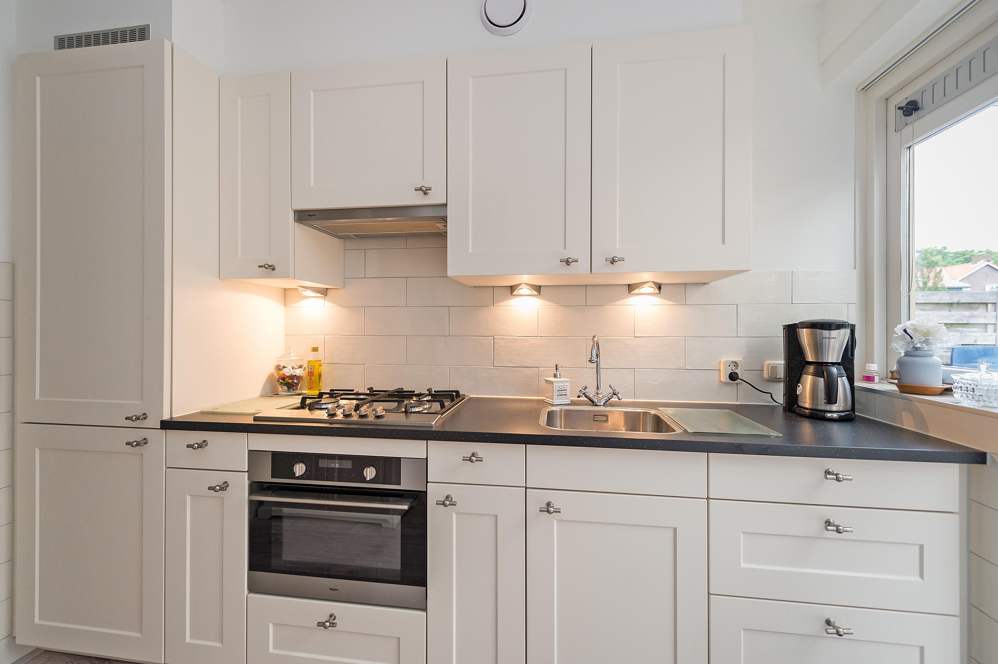 Eenvoudige Schouw Keuken : Klassieke keukens de warmte en rust van vroeger adee